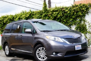 2011 Toyota Sienna Photo